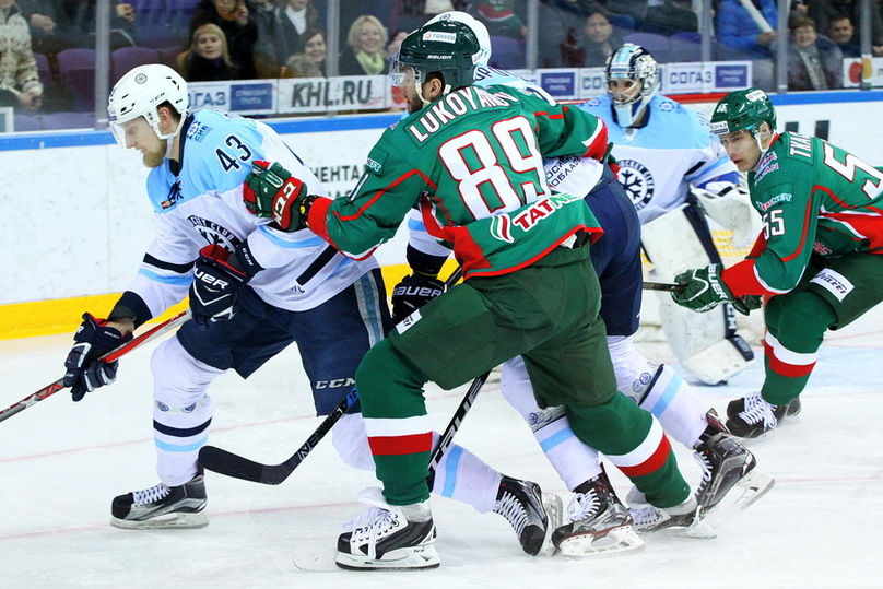 «Сибирь» проиграла вгостевом матче казанскому «АкБарсу»— Хоккей