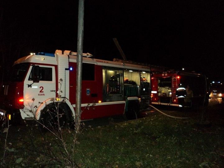 Пожарные спасли изгорящего дома вКазани 28 человек