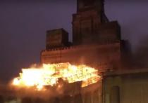 При пожаре в Центральном павильоне ВДНХ могли пострадать исторические гербы
