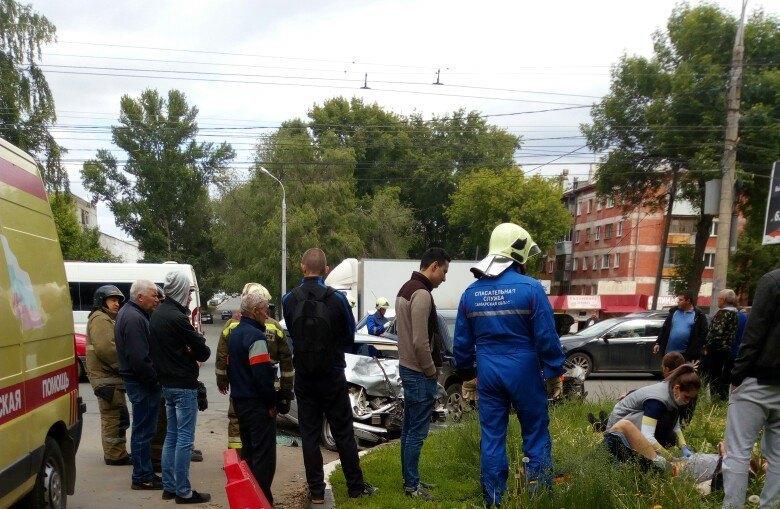 ВСамаре при столкновении «Мазды» сВАЗ-2114 пострадало 4 человека